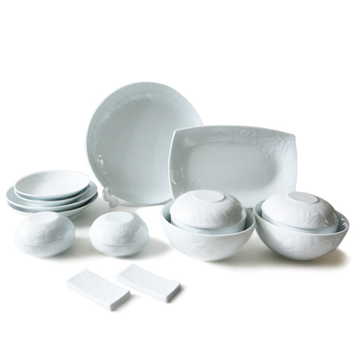White Flowers 18  Piece Korean Dinnerware set, Service for 2