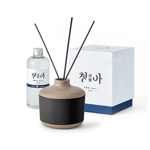 The scent series 'Cheong-a' diffuser