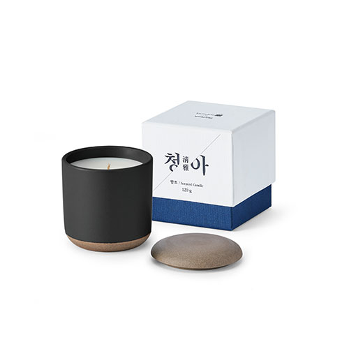 The scent series 'Cheong-a' candle